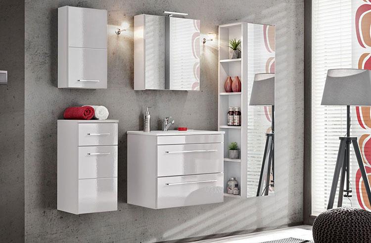 komplet szafek łazienkowych w małej łazience