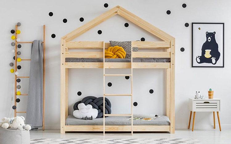 piętrowe łóżko domek dla dzieci w pokoju rodzeństwa