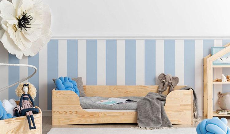 drewniane łóżko młodzieżowe w pokoju dziecka