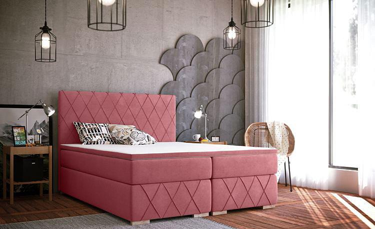małżeńskie łóżko kontynentalne w sypialni urządzonej w stylu glamour