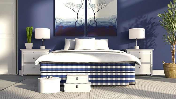 Sypialnia w odcieniach błękitu z pasującym obrazem
