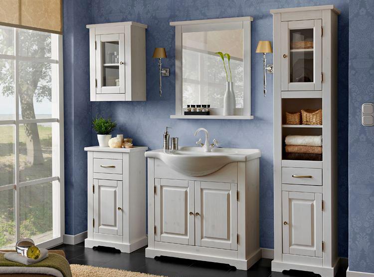 lustro łazienkowe nad umywalką oraz zestaw mebli do łazienki