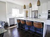 Salon z aneksem kuchennym – kilka sposobów na podział otwartej przestrzeni