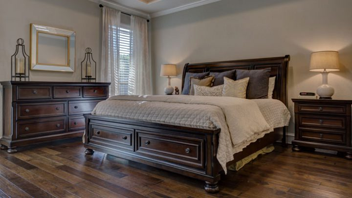 Szafki kolonialne do sypialni w wielkim, kontynentalnym stylu – stwórz przestrzeń bez faux pass