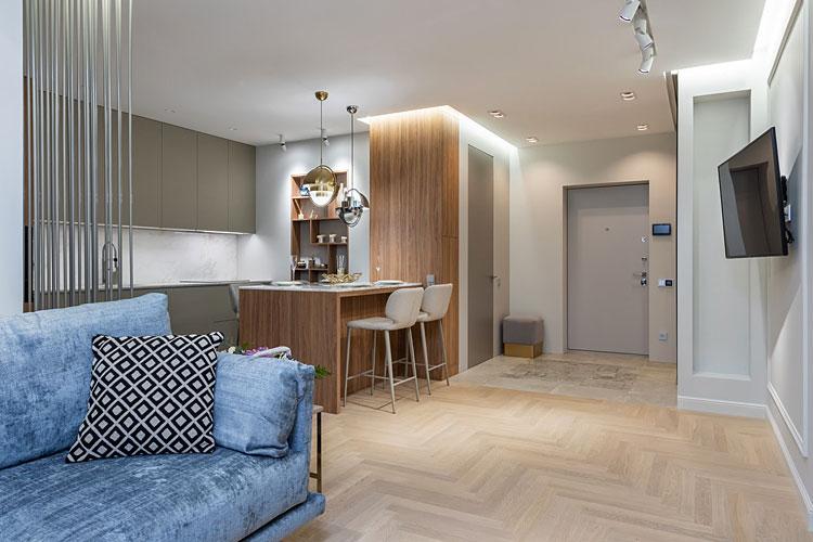 przykładowe umieszczenie telewizora na ścianie w kuchni