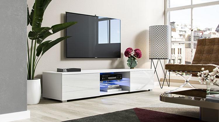 biała szafka pod telewizor w salonie