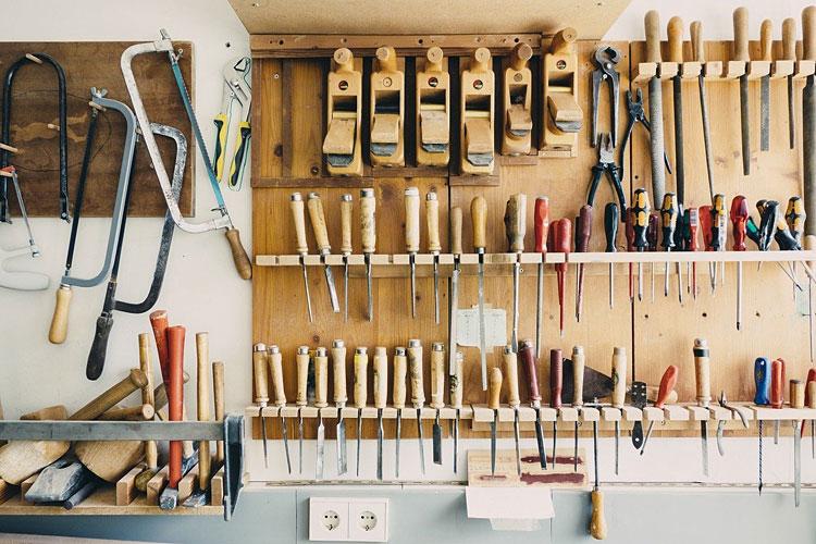 narzędzia w warsztacie w garażu