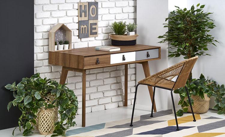 nowoczesne biurko w stylu skandynawskim w domu