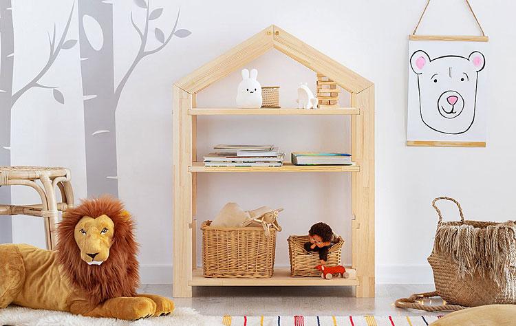 dziecięcy regał w formie domku z półkami