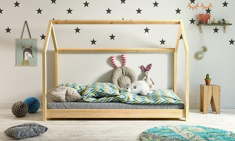 łóżko domek w pokoju dziecięcym