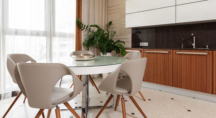 aranżacja z wykorzystaniem nowoczesnych krzeseł tapicerowanych