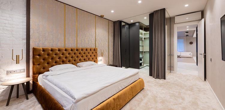 przykładowa aranżacja garderoby w sypialni